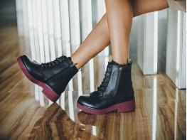Ботинки кожаные черные (бордовая подошва) на байке
