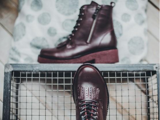 Ботинки кожаные бордовые на байке
