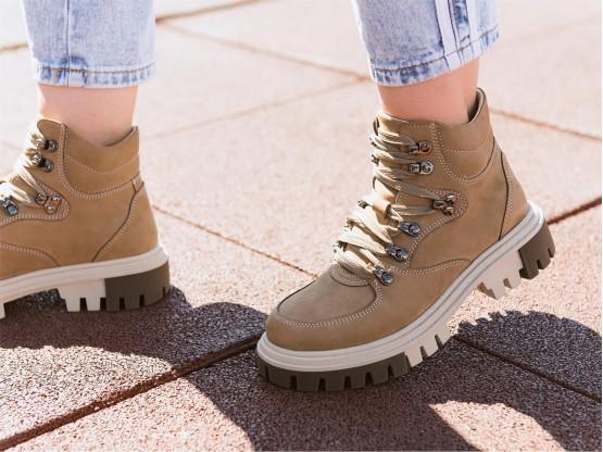 Ботинки нубук бежевые (капучино) на байке