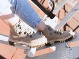 Ботинки нубук бежевые на байке
