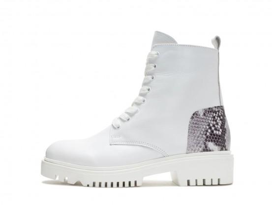 Ботинки кожаные белые (рептилия) Super trendy на меху