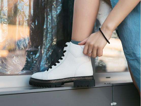 Ботинки кожаные белые на байке