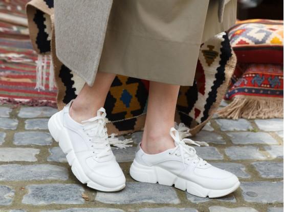 Кроссовки белые Easy Going на кожаной подкладке