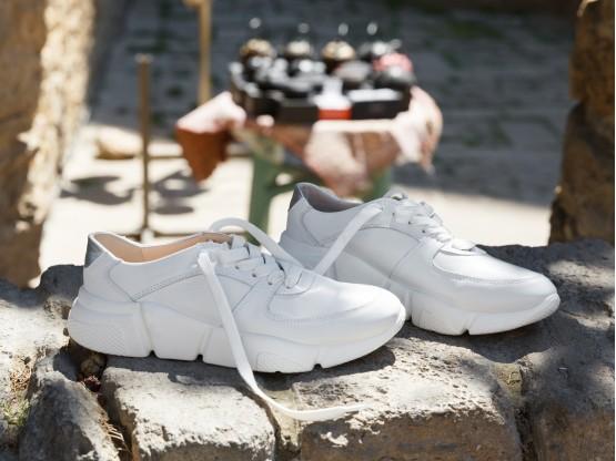 Кроссовки белые Easy Going