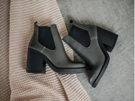 Ботинки кожаные серые на байке