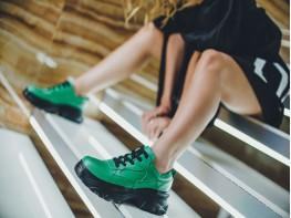 Кроссовки кожаные зеленые на черной подошве на кожаной подкладке
