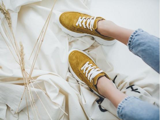 Кроссовки замшевые желтые на кожаной подкладке